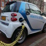 Az e-autók ára még nem követi az akkukét