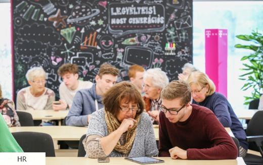 Országossá válik a baby boomerek digitális oktatási programja